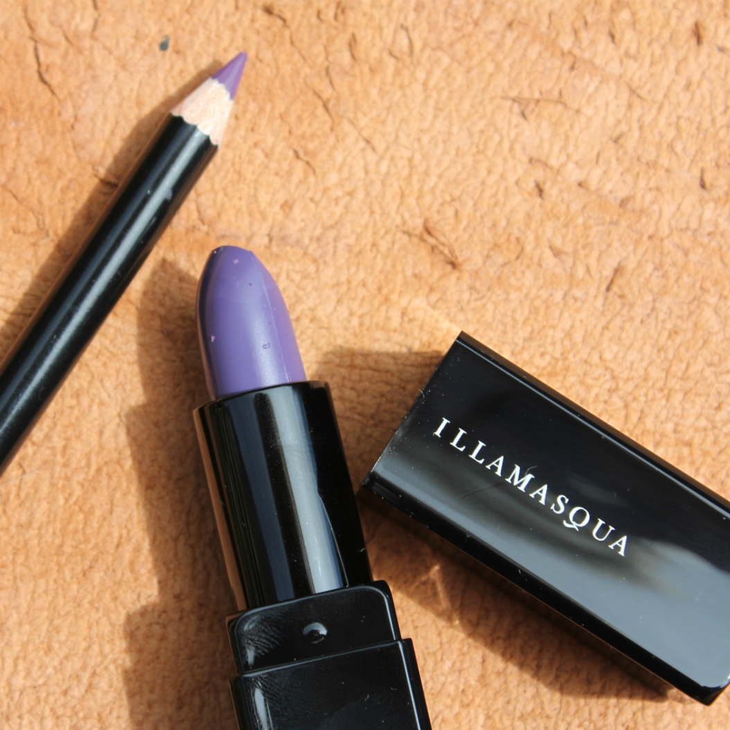 The Illamasqua Masquara in Raven is an amplifying black mascara to lengthen and volumize lashes from the first application. It's intense formula delivers ultimate impact and definition, allowing you to create a look as dramatic as desired.